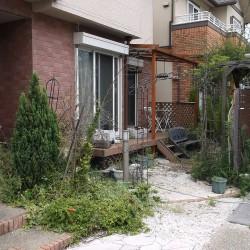 人工芝とレンガのガーデン